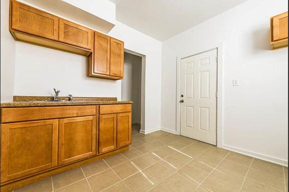 7135 S Blackstone Ave Apartments Chicago Kitchen