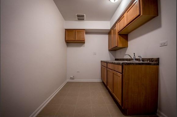 10933 S Vernon Ave Apartments Chicago Kitchen