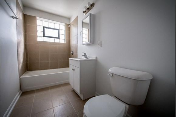 10933 S Vernon Ave Apartments Chicago Bathroom