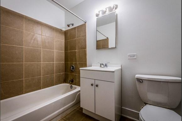 136 E 155th St Apartments Chicago Bathroom