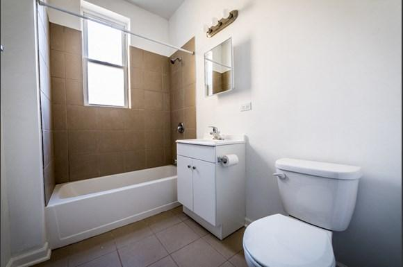 7155 S Green St Apartments Chicago Bathroom