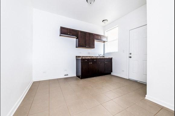7155 S Green St Apartments Chicago Kitchen