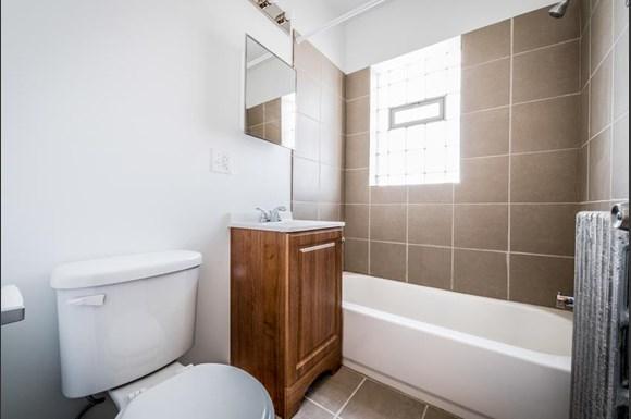 702 N Waller Ave Apartments Chicago Bathroom