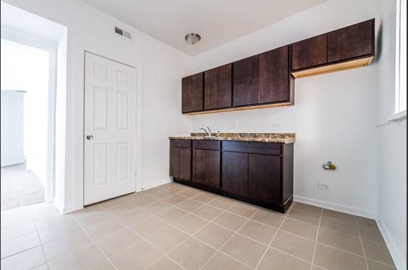 5749 W Chicago Ave Apartments Chicago Kitchen