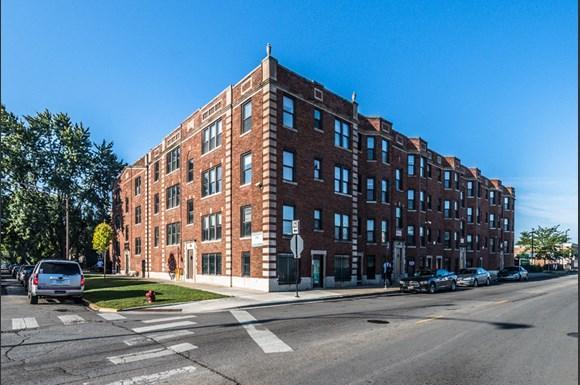 330 N Pine Apartments Chicago Exterior
