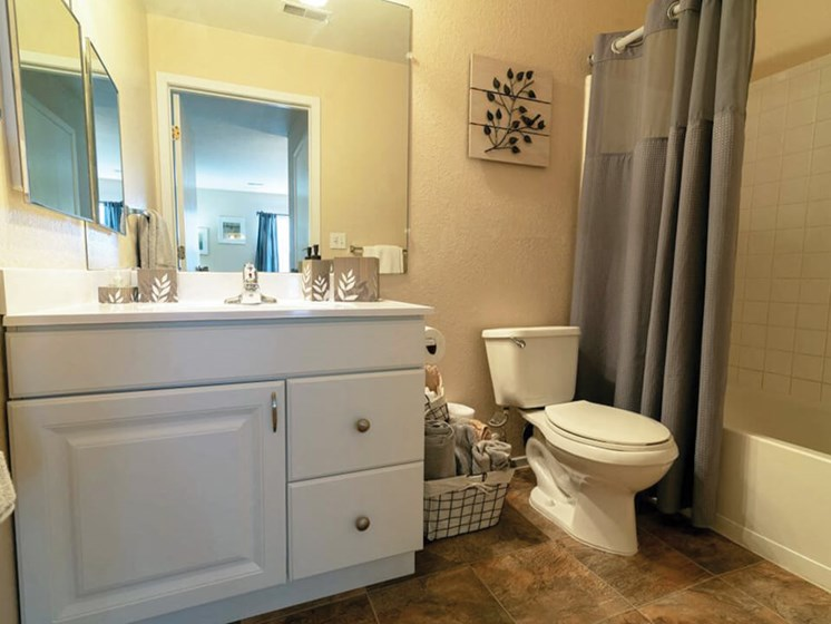Waterford Mi apartments with large bathrooms
