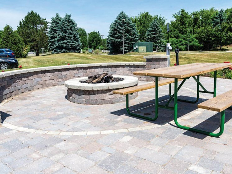 apartments with firepit in Waterford MI