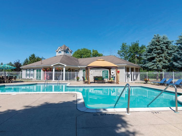 Waterford Pines Apartments swimming pool