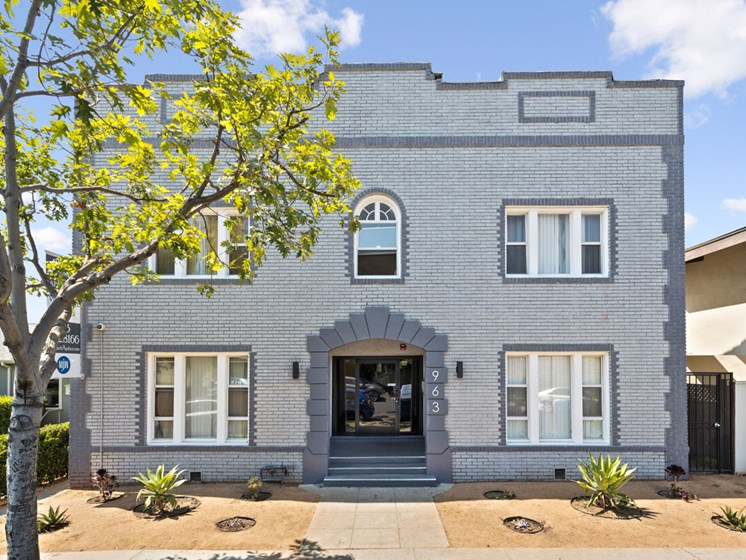 Front of Property for Hobart Ave Apartments in Los Angeles, CA