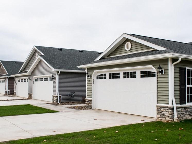 Wadsworth OH Apartment Rentals Redwood Brookridge Side Garages