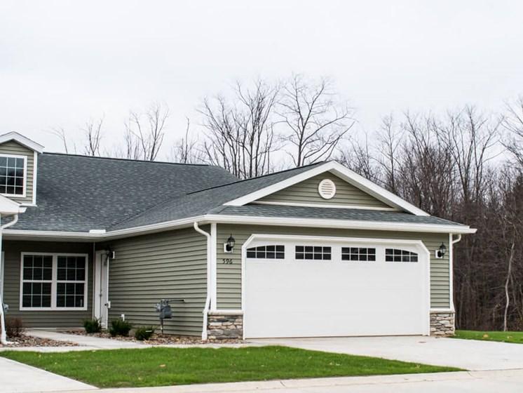 Wadsworth OH Apartment Rentals Redwood Brookridge Two Car Garage
