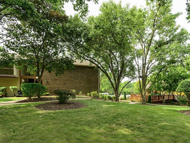 Landscaping at Woodhollow Apartments