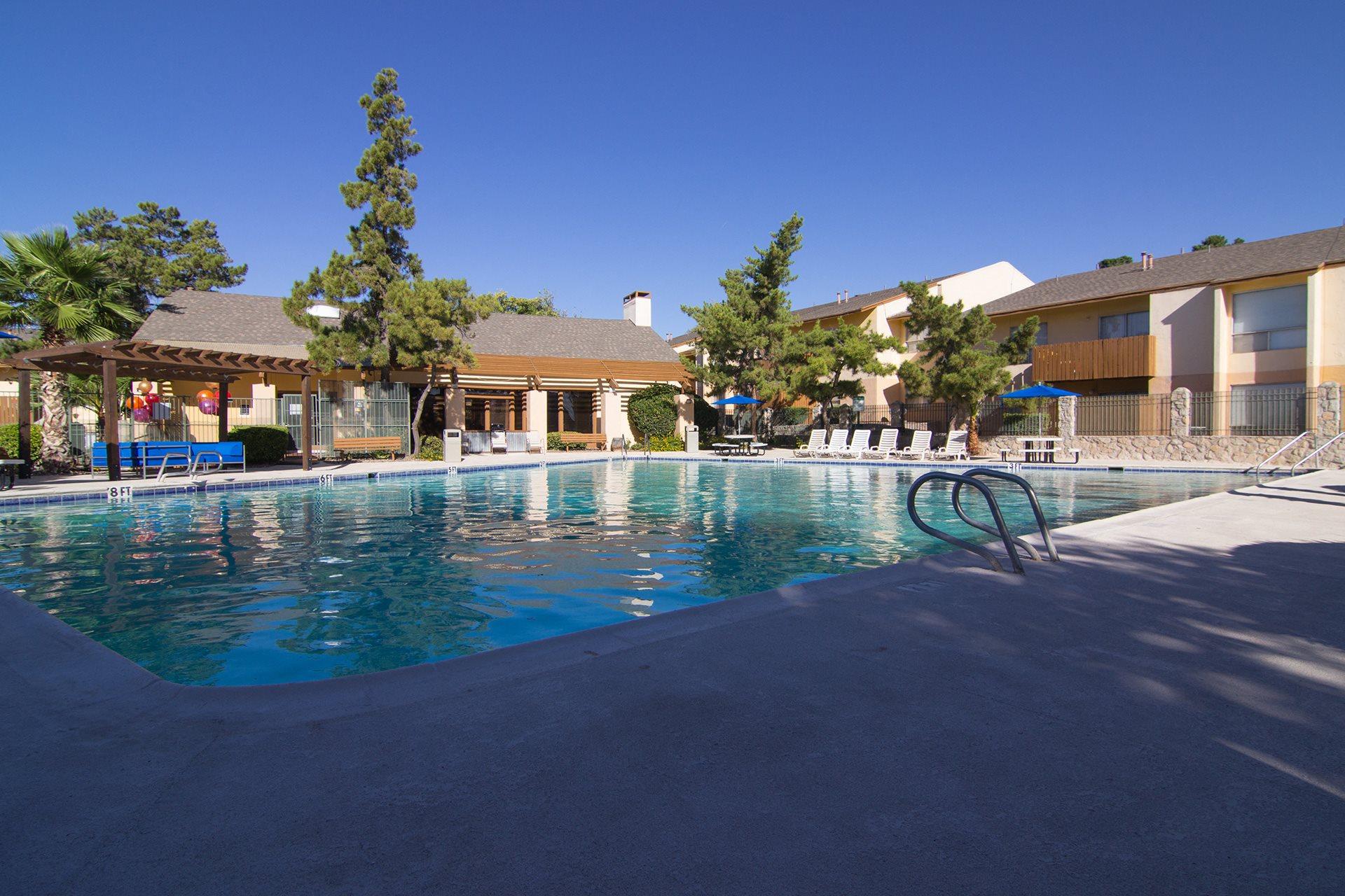 Pool, lounge chairs, apt building  El Paso, Texas 79935 l Ridgemar Texas Rentals