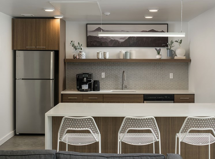 Fitted Kitchen With Island Dining at The Fowler, Idaho