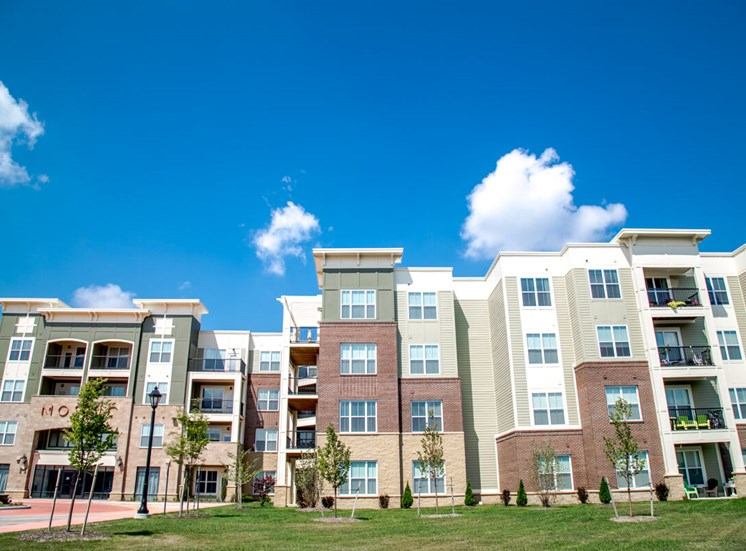 Modern Apartments at Mosaic at Levis Commons Apartments in Perrysburg, OH near Toledo