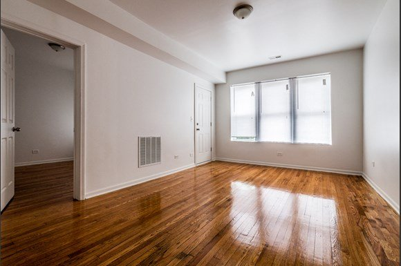 Grand Crossing Apartments for rent in Chicago   7406 S Perry Living Room