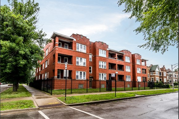 Grand Crossing Apartments for rent in Chicago   7406 S Perry