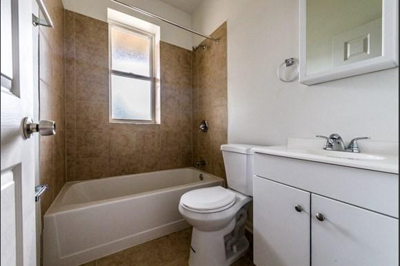 Grand Crossing Apartments for rent in Chicago | 7406 S Perry Bathroom