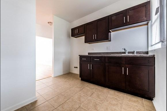 Grand Crossing Apartments for rent in Chicago | 7406 S Perry Kitchen