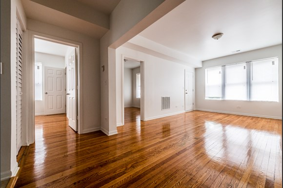 Grand Crossing Apartments for rent in Chicago | 7406 S Perry Living Room