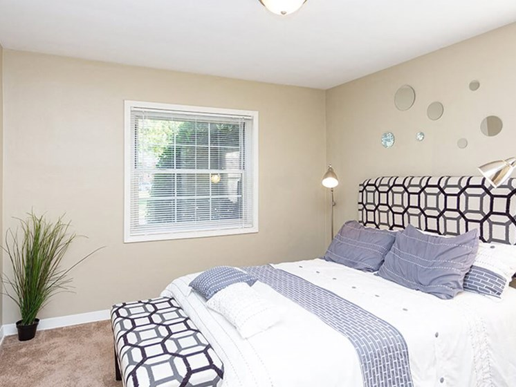 apartment bedroom in Toledo
