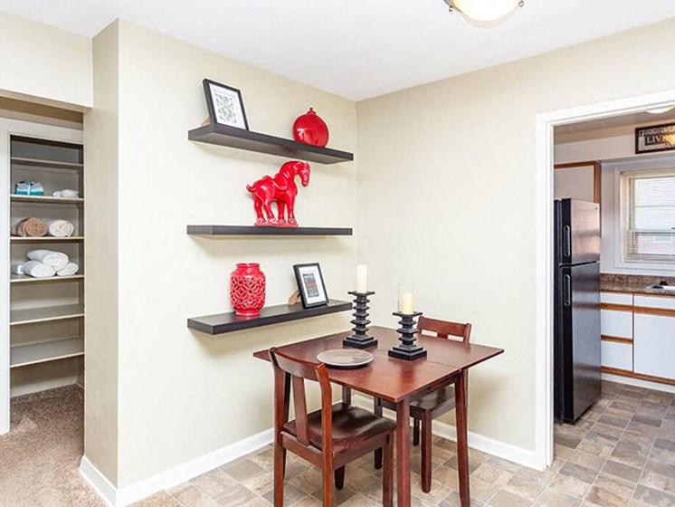 dining area in Toledo apartment