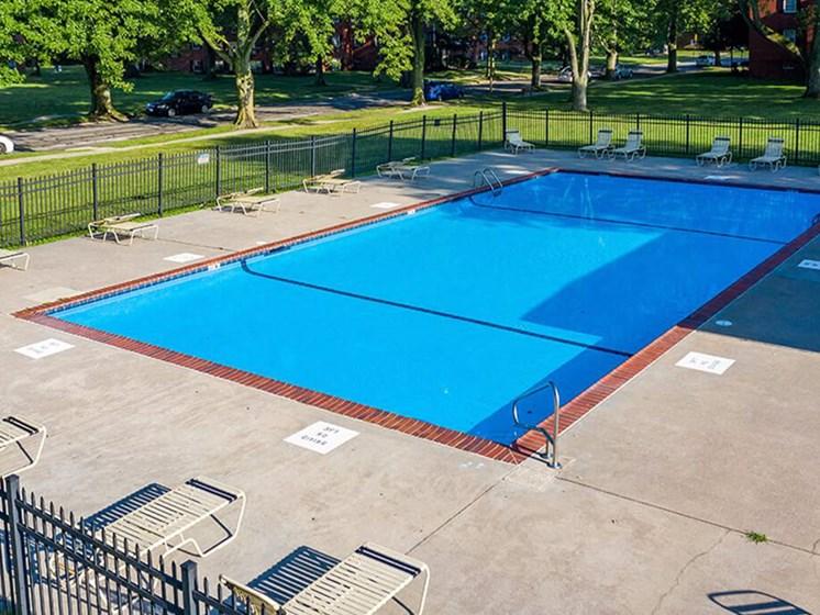 swimming pool at Toledo apartment