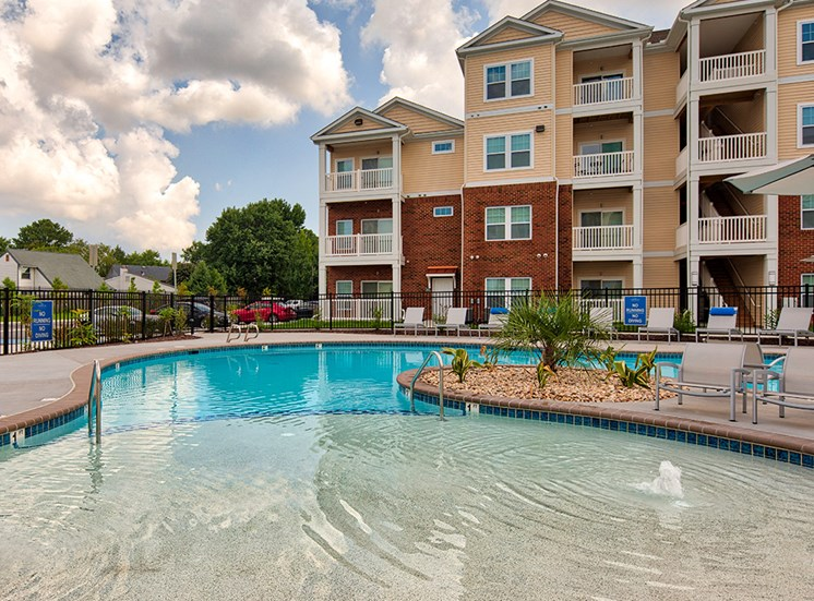 Pool at The Choices at Holland Windsor Apartments