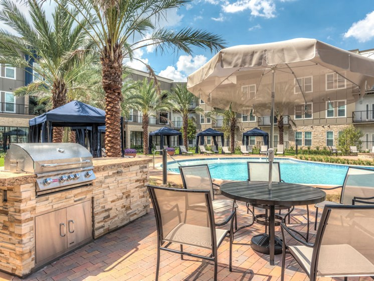 poolside grill - apartments in Richmond, TX