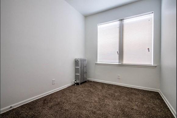 418 S Laramie Ave Apartments Chicago Bedroom