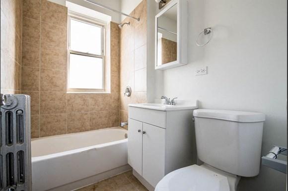 418 S Laramie Ave Apartments Chicago Bathroom