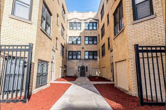 418 S Laramie Ave Apartments Chicago Exterior