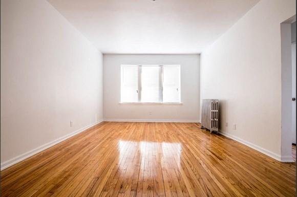 Austin Chicago, IL Apartments for Rent Living Room | 418 S Laramie