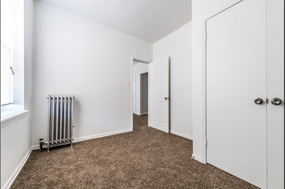 500 S Laramie Ave Apartments Chicago Bedroom