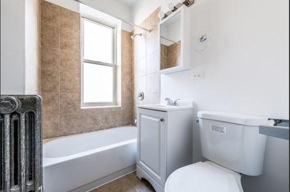 500 S Laramie Ave Apartments Chicago Bathroom