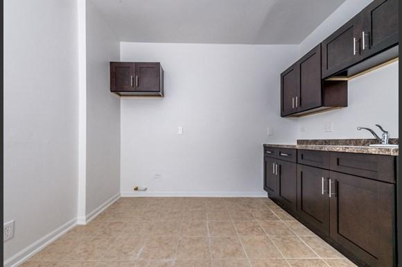 500 S Laramie Ave Apartments Chicago Kitchen