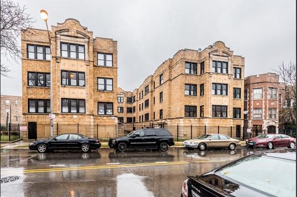 5556 W Jackson Blvd Apartments Chicago Exterior