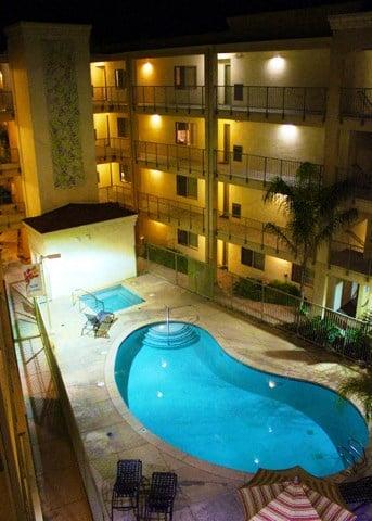 Pool l Davinci Apartments