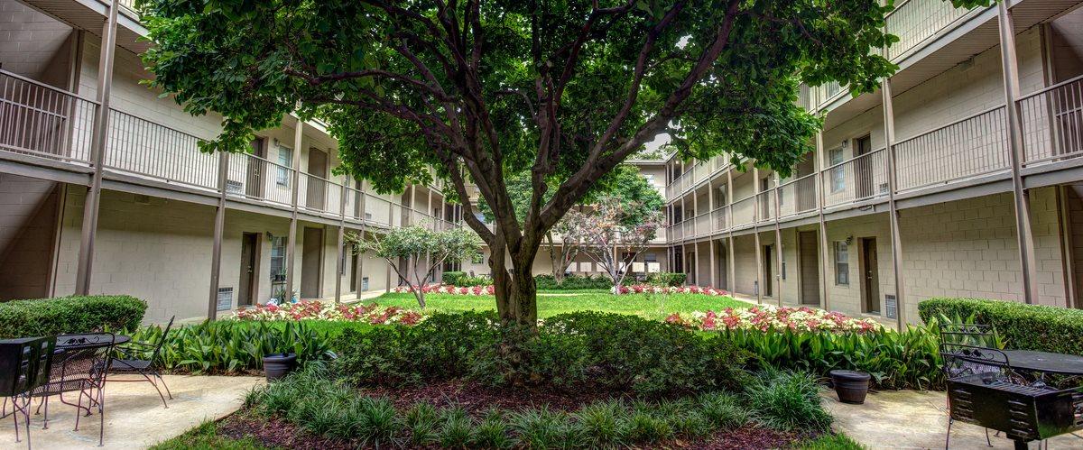 Canterbury Apartment Homes, Tuscaloosa, AL, Courtyard