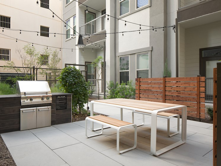 Courtyard Outdoor Kitchen at The Baldwin at St. Paul Square, San Antonio, 78205