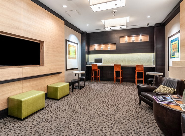 Wi-Fi lounge in Northgate at Falls Church apartments in Virginia