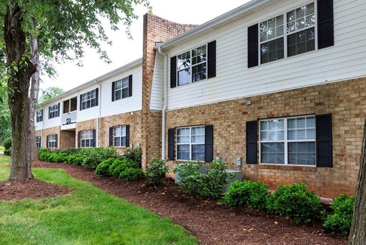 2--Exterior-Building-Sumter-Square-Raleigh-NC