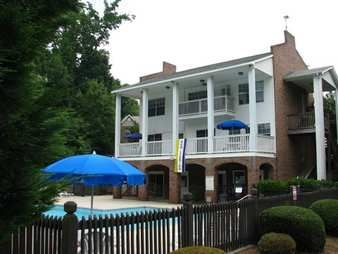 Pool and Clubhouse at Pepper Ridge Apartments