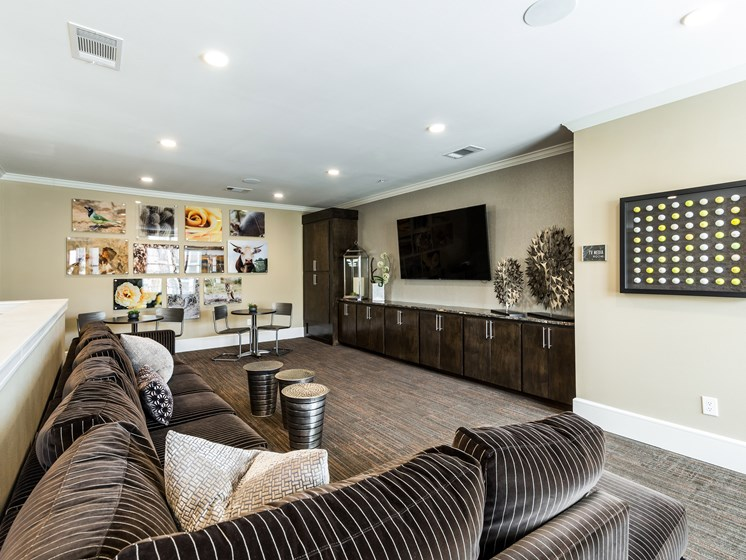 Stylish Clubhouse with Kitchen and TV at Grand at the Dominion, Texas, 78257
