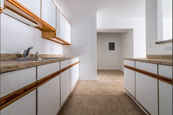4814 W Monroe St Apartments Chicago Kitchen