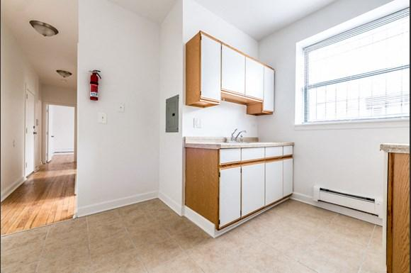 5038 W Quincy St Apartments Chicago Kitchen