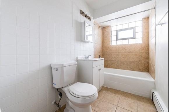 14110 S Atlantic Ave Apartments Chicago Bathroom