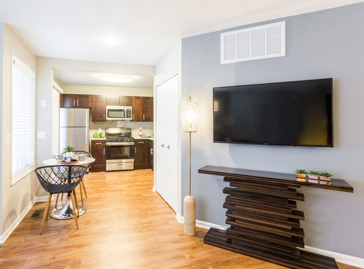 The Crossings at St. Charles Apartments Dining Area