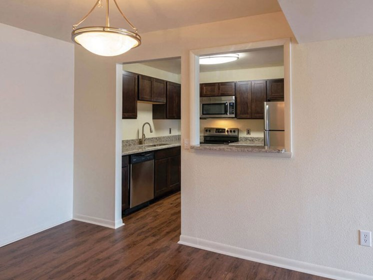 Dining area at Fox Hill Glens Apartments and townhomes