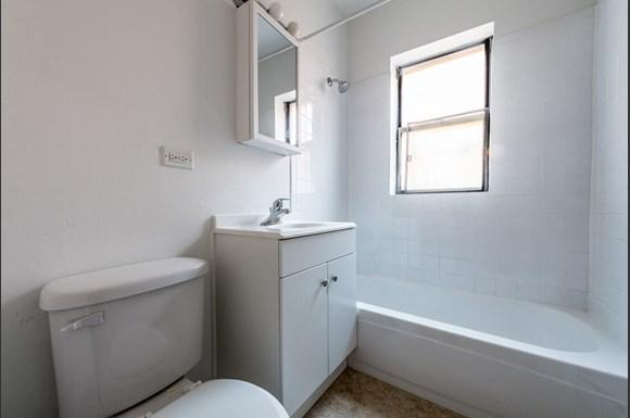 5040 W Quincy St Apartments Chicago Bathroom
